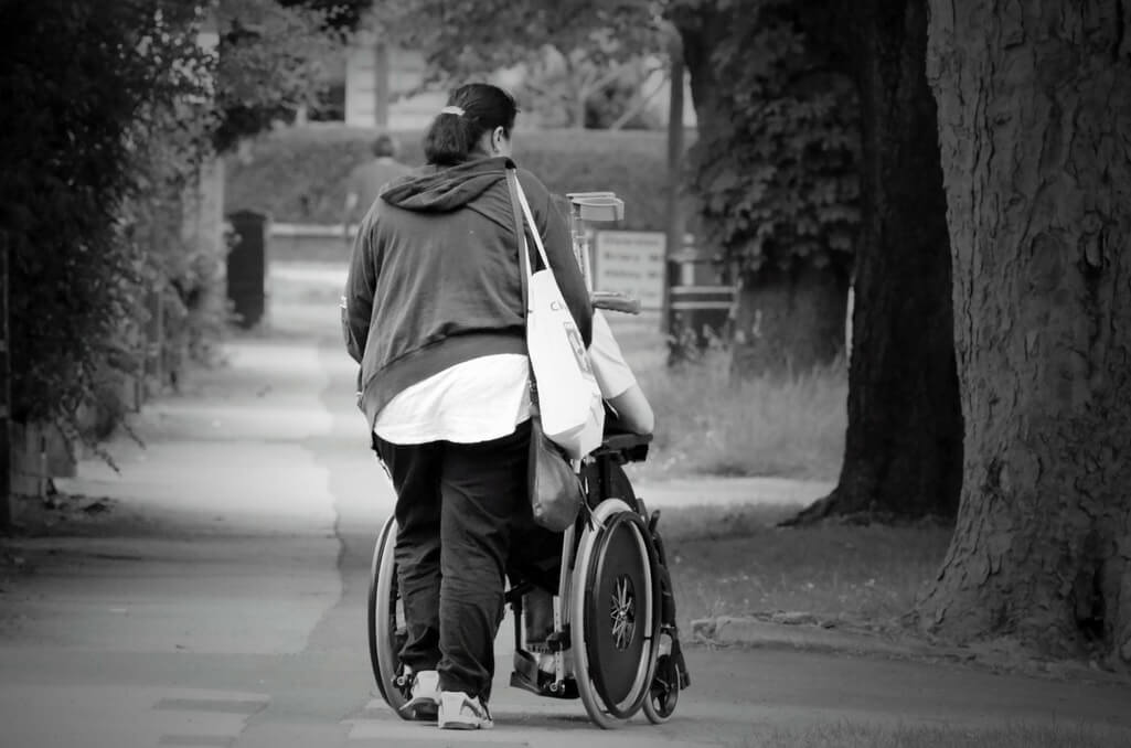 Carers looking after loved ones | Image by PublicDomainPictures from Pixabay