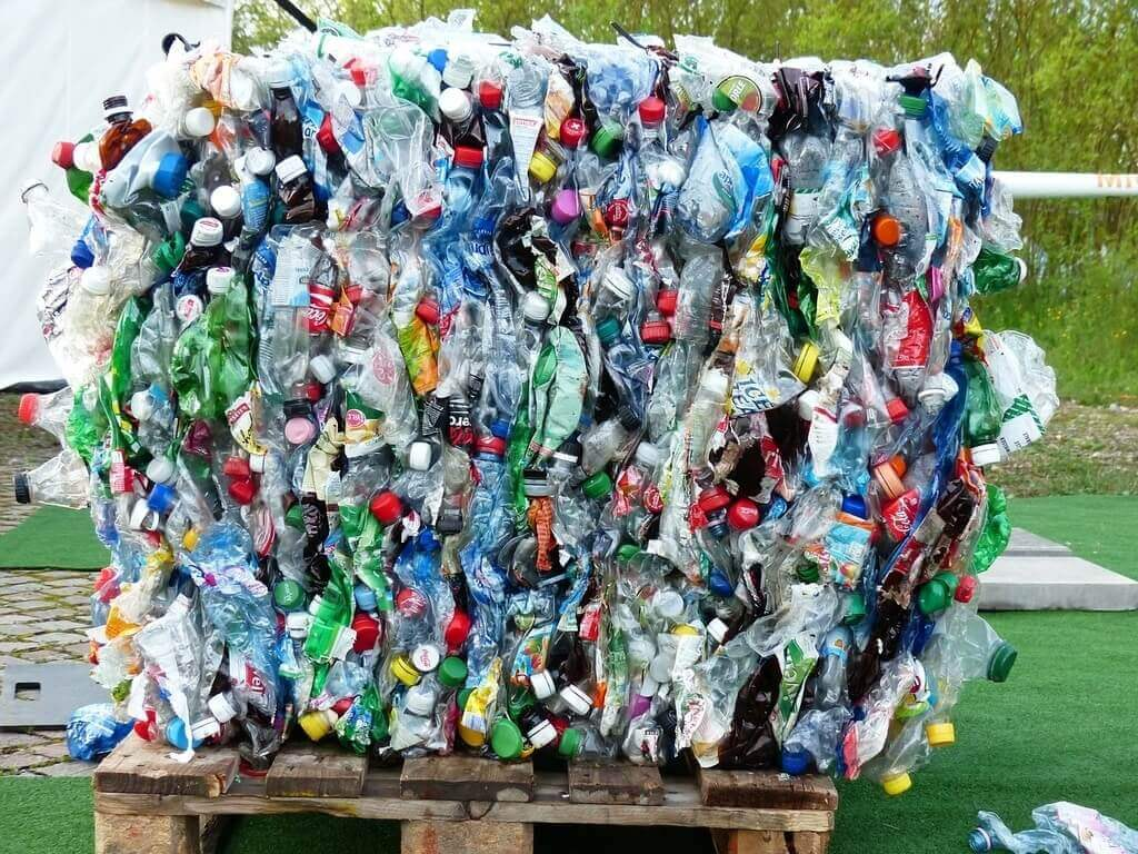 Plastics recycling | Image byHans BraxmeierfromPixabay