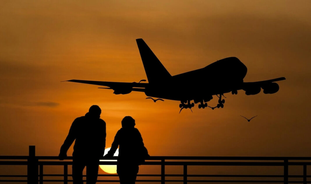 Silhouette airplane travellers sunset